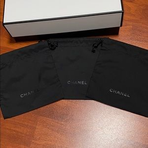 Auth Chanel  baggie  approximately 5 1/4 x 5 3/4